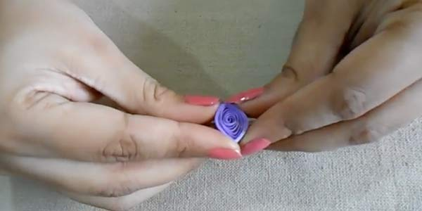 quilling-square-shape-between-thumb-pinch